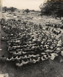 Público en la actividad del 4 marzo 1957. Archivo UCR.